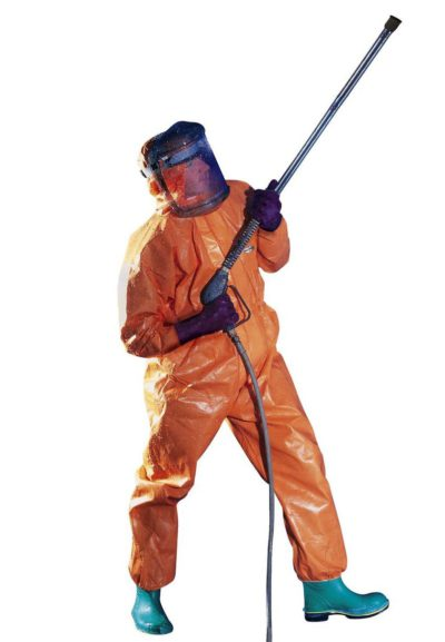 Комбинезон для защиты от струй химических веществ на водной основе.